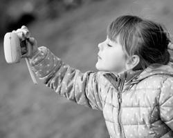 Селфи-мания в пять лет (Фото Frank MayDPAТАСС)
